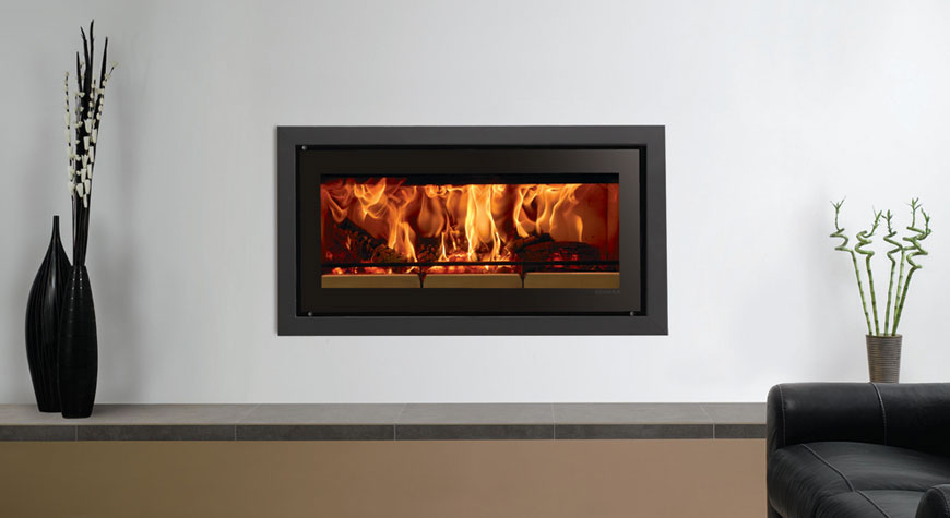 L'insert à bois Studio 2 Profil de Stovax en noir métallique.