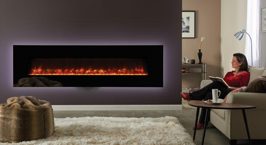 Le Radiance 190W Glass électrique de Gazco en verre noir et effet de combustibles en verre pilé.