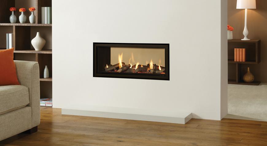L'insert à gaz Studio 2 Duplex de Gazco avec revêtement de foyer noir cannelé et cadre Edge