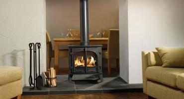 Les Poêles à bois fermés utilisent 80% en moins de bûches que les foyers ouverts!