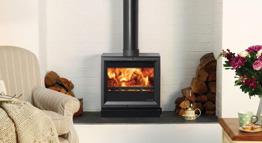 Le poêle bouilleur View 8HB de stovax - Lors de la combustion du bois, l'utilisation d'un plateau à bûches est recommandé.